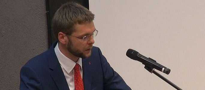 Видео: Министр образования выступил перед учителями в Нарве