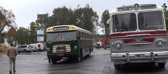 Видео. Ретро-автобусы на Петровской площади