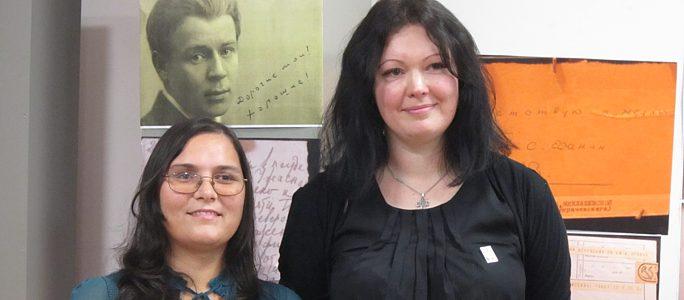 Победитель конкурса эссе о Сергее Есенине получила в награду уникальную книгу
