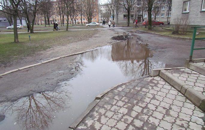 чтобы не было потопов в Нарве, нужно строить отдельную ливневую канализацию