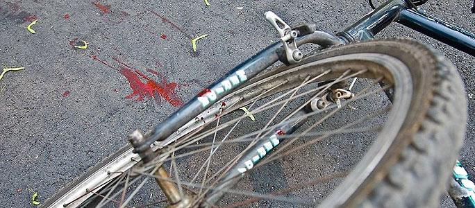 В Нарве автомобиль сбил велосипедиста и скрылся с места ДТП