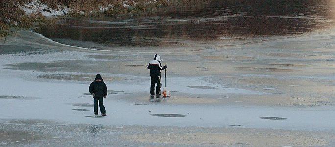 Идаская префектура запрещает выход на лед Нарвского водохранилища