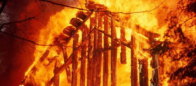 В Тартуском уезде во время пожара в жилом доме погибли четверо мужчин