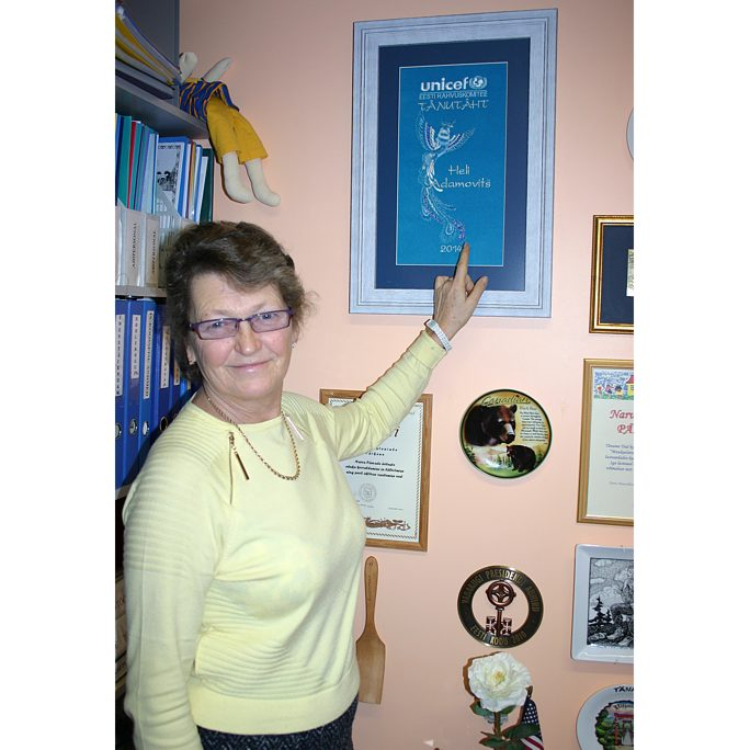 В руках у Хели Адамович «Синяя птица»