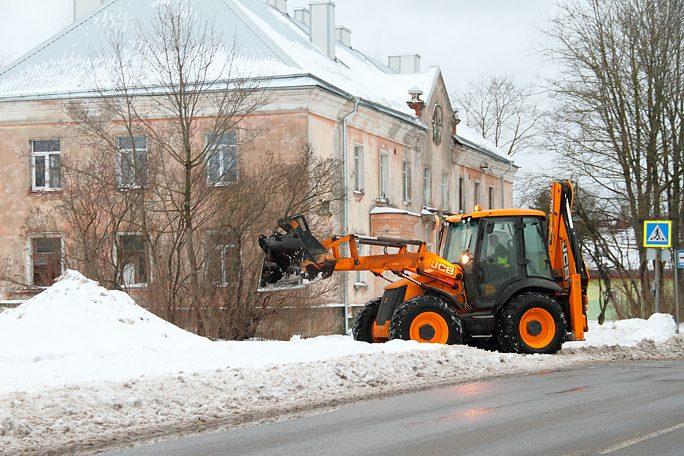 """Вице-мэр оценивает уборку снега на """"4+"""", многие водители не согласны"""