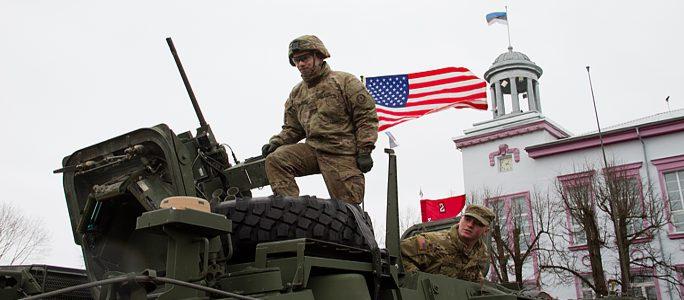 """Видео. Комментарий """"ВП"""" о технике и войсках, участвовавших в параде в Нарве"""