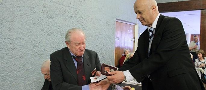 Россия поздравит ветеранов медалями и денежными выплатами