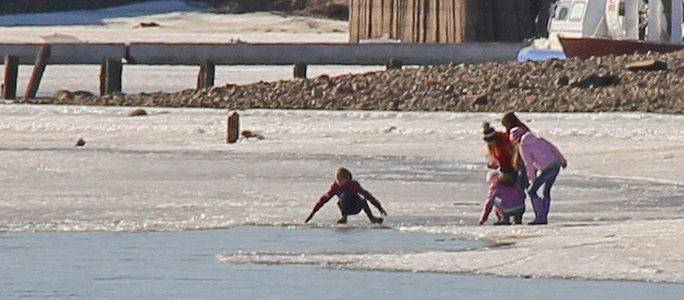 Внимание! Дети на льду