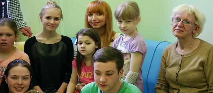 +Галерея. Таня Михайлова пела для маленьких пациентов Нарвской больницы