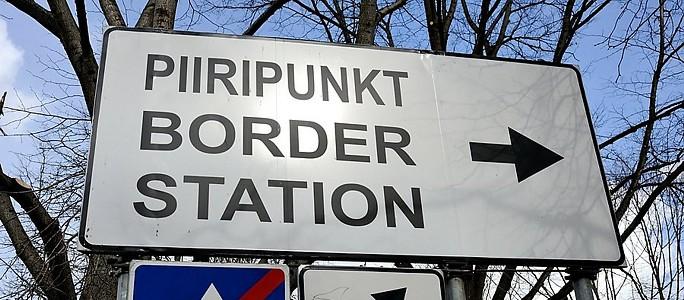 У пешехода из Нарвы на границе изъяли свиные шкурки