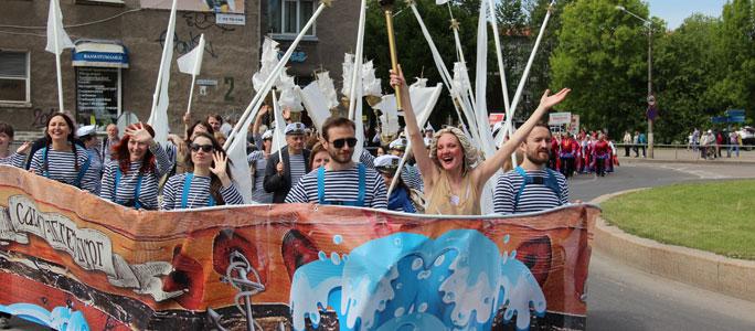 Видео. Праздничное шествие в Нарве