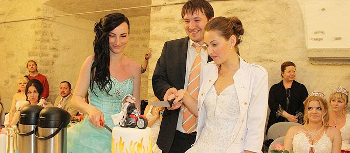 В «Сбежавших невестах» впервые бежали молодожены