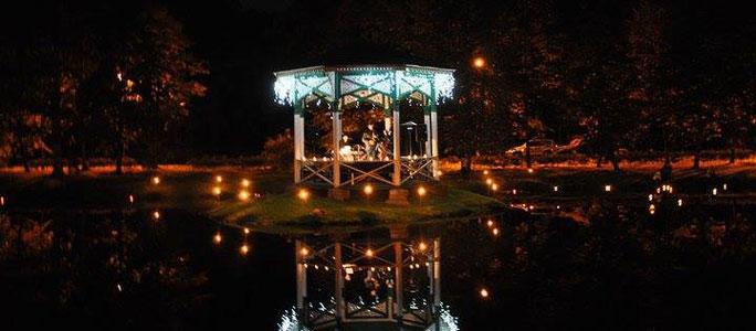 """""""Вечера при свечах в Светлом парке"""" в Нарва-Йыэсуу"""