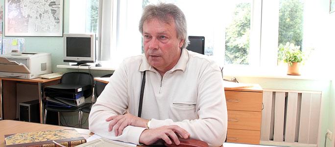Юрий Сидоров - книголюб, влюбленный в историю Нарвы