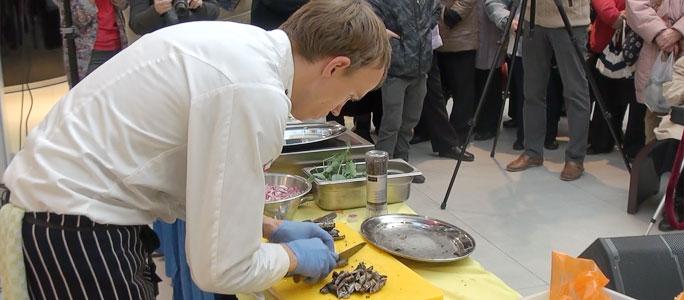 Видео. Миногу в Нарве готовил президентский повар