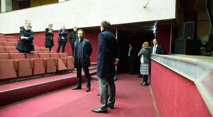 Министры побывали на «свободной сцене»