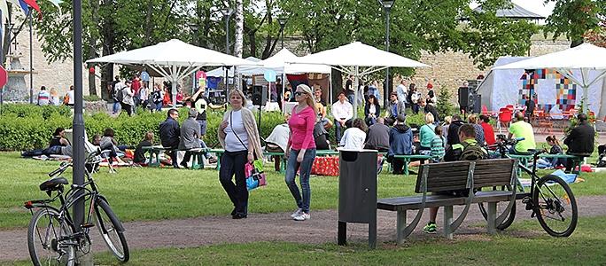 Фестиваль мнений в парке Нарвского замка