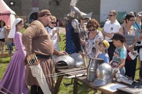 +Галерея. Рыцари из Петербурга окунули нарвитян в средневековье