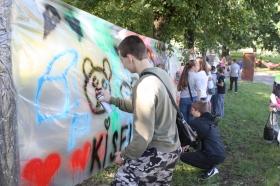 +Видео. Молодежный фестиваль: домоседов пока больше