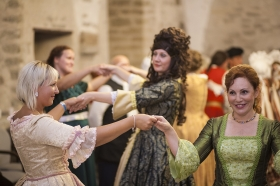 """Галерея. """"Нарвская баталия"""": не только воюют, но и танцуют"""