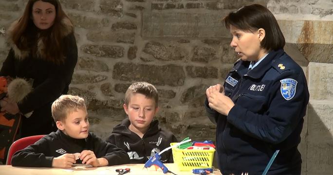 Видео. Нарвские полицейские учили школьников быть заметными