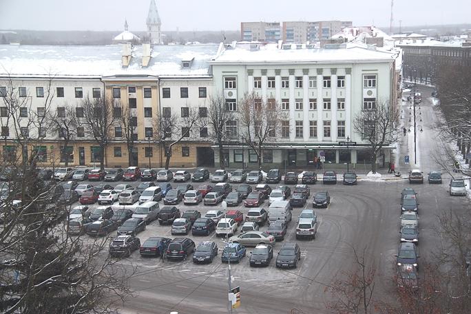 Платная парковка на Петровской площади обретает реальные черты