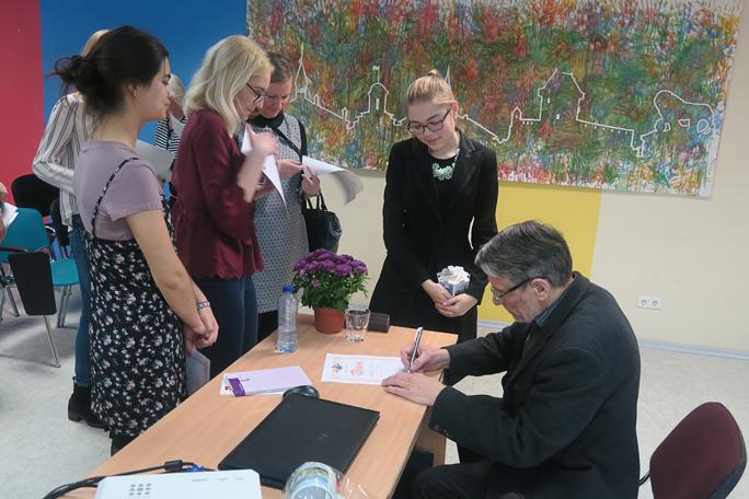Нарвские школьники переводили стихи Пауля- Ээрика Руммо
