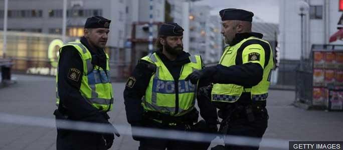 Беспорядки в Стокгольме: полицейских забросали камнями
