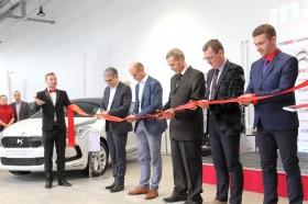 +Галерея. В Нарве открылся «автомобильный супермаркет»