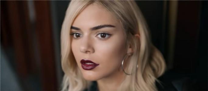 Рекламу с сестрой Кардашьян удалили из-за возмущения зрителей