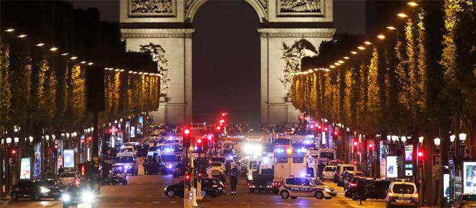 В центре Парижа произошла перестрелка, погиб полицейский