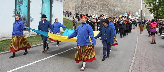 Видео. Праздничное шествие в честь Дня города Нарва
