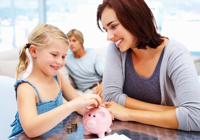 Большая часть родителей формируют финансовое поведение детей