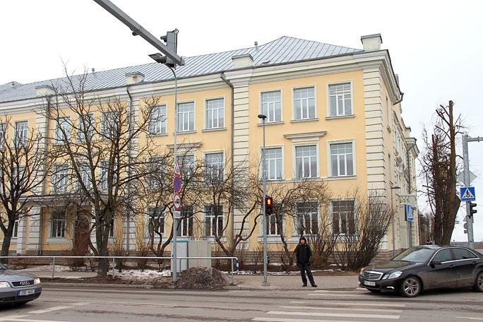 Школу рядом с будущей госгимназией обновят