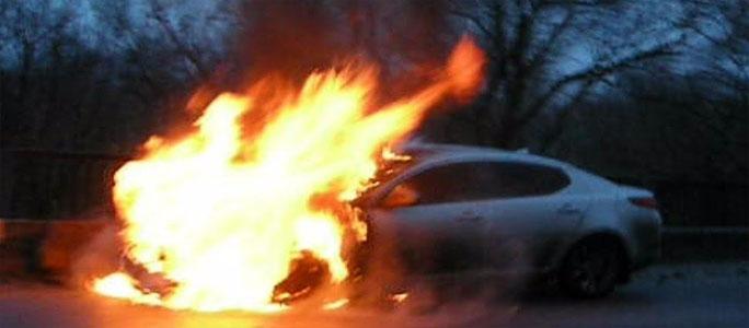 Ночью в Нарве загорелись три автомобиля