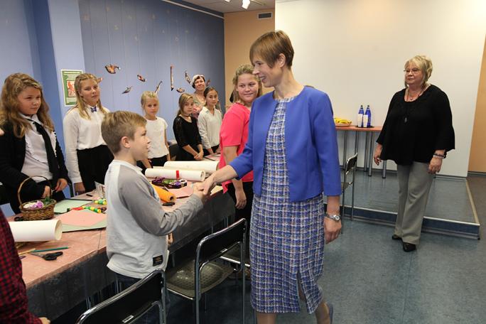 Президент Эстонии встретилась в Выру с учениками из Нарвы
