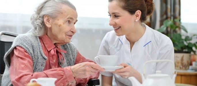 Стоит ли осуждать людей, поместивших своих родителей в дом престарелых?