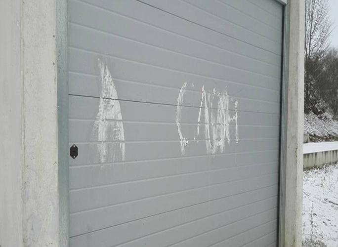 Юные вандалы продолжают разрушать Нарву