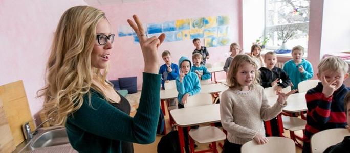 Нарвский профсоюз призвал повысить зарплаты школьным психологам и соцработникам