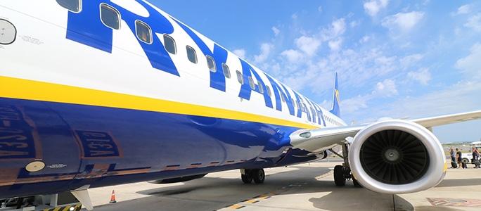 Продававшая по 10 евро авиабилеты компания Ryanair задолжала пассажирам компенсации в размере 53 миллионов евро