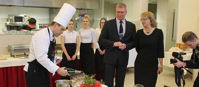 """Ресторан с самыми низкими ценами в Нарве, а возможно и во всей Эстонии, назвали """"Manufaktuur"""""""