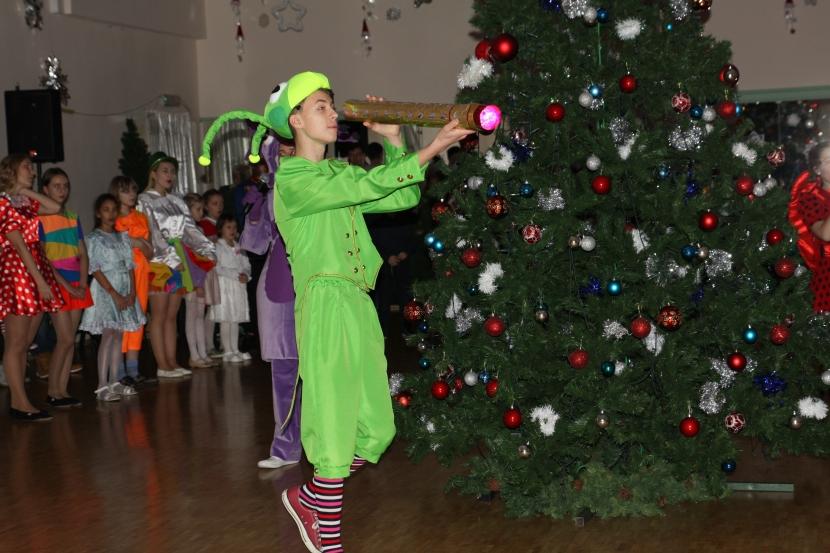 +Галерея. На елках в НДДТ побывали полторы тысячи детей