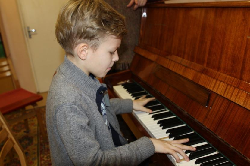 ГАЛЕРЕЯ. Юные пианисты приступили к борьбе