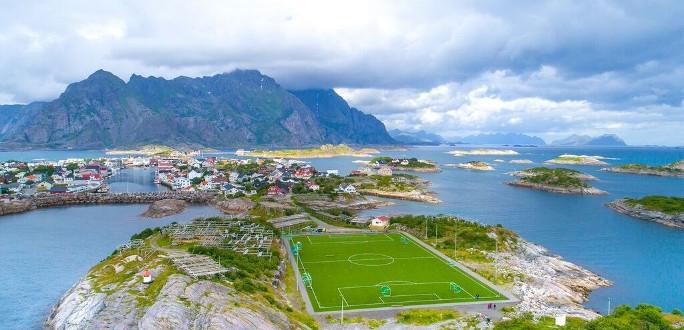 Старое искусственное травяное покрытие футбольных полей можно сдать бесплатно