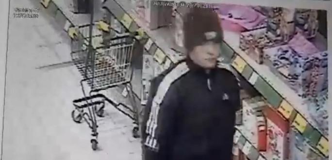 Нарвская полиция просит помощи в установлении личности человека, которого подозревают в краже