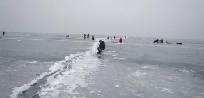 Двое жителей Эстонии зашли по льду Чудского озера на российскую территорию