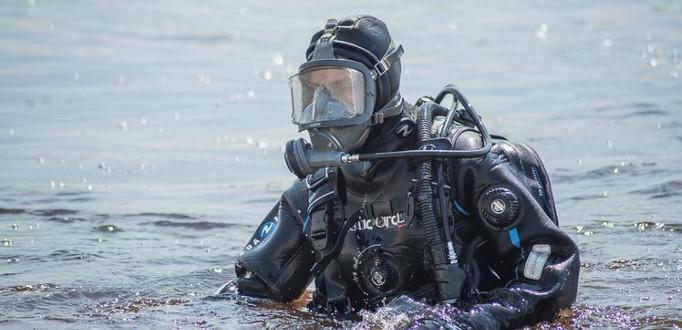 Водолазы обнаружили в озере Каруярве на острове Сааремаа три взрывных устройства