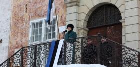 +Галерея. Президент ЭР Керсти Кальюлайд выступила на Ратушной площади в Нарве