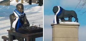 ФОТОФАКТ Нарвские монументы приоделись к празднику.