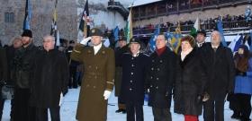 +Галерея. Как проходила церемония поднятия флага в Нарве